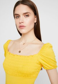Dorothy Perkins - SHIRRED SHORT SLEEVE BODYSUIT - Top - ochre - 4