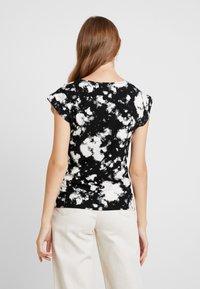 Dorothy Perkins - TIE DYE FRONT TEE - T-shirt med print - black - 2