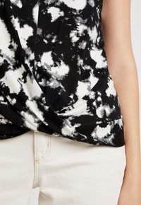 Dorothy Perkins - TIE DYE FRONT TEE - T-shirt med print - black - 5