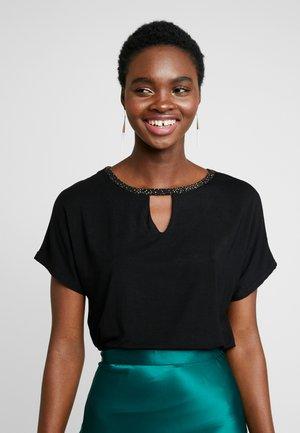 KEYHOLE GLITTER - T-shirt con stampa - black
