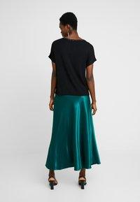 Dorothy Perkins - KEYHOLE GLITTER - T-shirts med print - black - 2