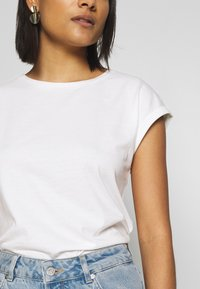 Dorothy Perkins - ROLL SLEEVE ORGANIC TEE 3 PACK - T-shirt basic - black/ white/ blue - 6