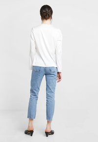 Dorothy Perkins - KNOT FRONT LONG SLEEVE - Blusa - offwhite - 2