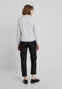 Dorothy Perkins - KNOT FRONT LONG SLEEVE - Blouse - silver - 2