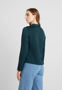 Dorothy Perkins - KNOT FRONT LONG SLEEVE - Blusa - dark green - 2