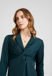 Dorothy Perkins - KNOT FRONT LONG SLEEVE - Blusa - dark green - 4