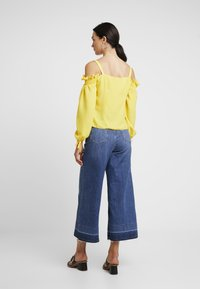 Dorothy Perkins - SQUARE NECK MILK MAID - Bluse - lemon - 2