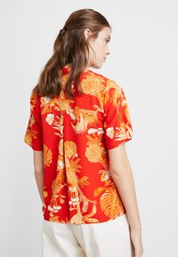 Dorothy Perkins - PARROT PRINT - Blouse - red - 2