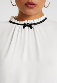 Dorothy Perkins - DETAIL 3/4 SLEEVE - Blouse - ivory - 5