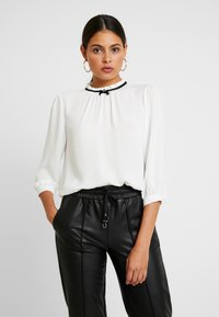 Dorothy Perkins - DETAIL 3/4 SLEEVE - Blouse - ivory - 0