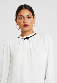 Dorothy Perkins - DETAIL 3/4 SLEEVE - Blouse - ivory - 3