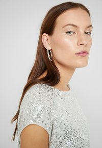 Dorothy Perkins - SEQUIN TEE - Bluser - champagne - 3
