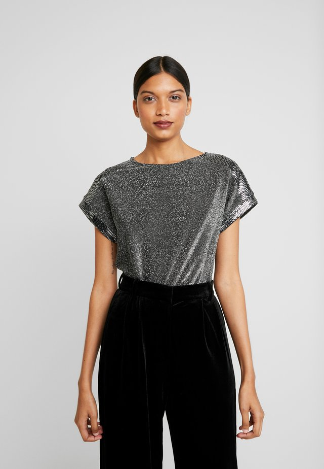 SEQUIN TEE - Print T-shirt - silver