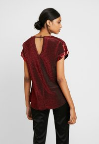 Dorothy Perkins - SEQUIN TEE - T-shirt imprimé - red - 2