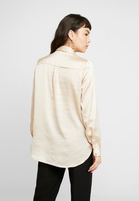 Dorothy Perkins - BUTTON THROUGH LONGLINE SHIRT - Camicetta - gold - 2