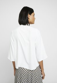 Dorothy Perkins - PUSSYBOW TIE NECK 3/4 SLEEVE - Blouse - ivory - 2