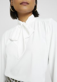 Dorothy Perkins - PUSSYBOW TIE NECK 3/4 SLEEVE - Blouse - ivory - 5