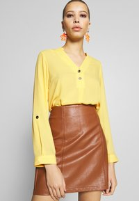 Dorothy Perkins - DOUBLE BUTTON COLLARLESS ROLL SLEEVE - Bluser - yellow - 3