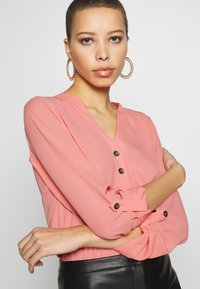 Dorothy Perkins - DOUBLE BUTTON COLLARLESS ROLL SLEEVE - Bluser - dark rose - 5