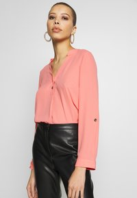 Dorothy Perkins - DOUBLE BUTTON COLLARLESS ROLL SLEEVE - Bluser - dark rose - 3