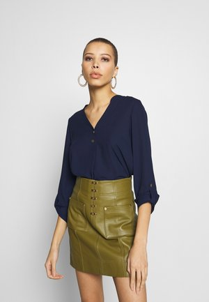 DOUBLE BUTTON COLLARLESS ROLL SLEEVE - Bluzka - navy