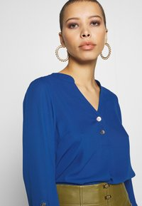 Dorothy Perkins - DOUBLE BUTTON COLLARLESS ROLL SLEEVE - Blouse - cobalt - 5