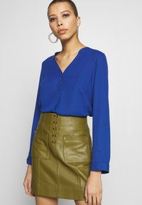 Dorothy Perkins - DOUBLE BUTTON COLLARLESS ROLL SLEEVE - Blouse - cobalt - 3