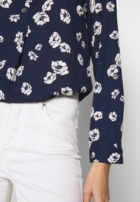 Dorothy Perkins - FLORAL DOUBLE BUTTON COLLARLESS ROLL SLEEVE - Bluser - navy - 4