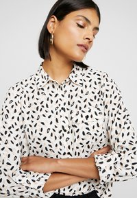 Dorothy Perkins - BSTROKE - Blouse - ivory - 3