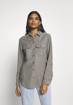 UTILITY - Skjorte - khaki