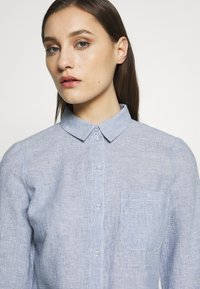 Dorothy Perkins - CLOSED COLLAR - Button-down blouse - chambray - 6