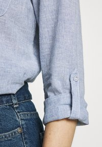 Dorothy Perkins - CLOSED COLLAR - Button-down blouse - chambray - 4