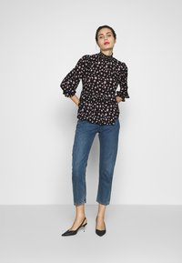Dorothy Perkins - PRINT SHIRRED HIGH NECK - Bluzka - black - 1