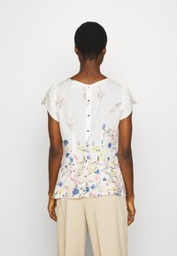 Dorothy Perkins - BILLIE AND BLOSSOM FLORAL BOARDER SHELL - Blouse - white - 2