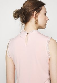 Dorothy Perkins - BILLIE BLACK LABEL BLUSH LACE RUFFLE NECK SHELL TOP - Bluser - blush - 3