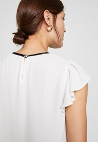 Dorothy Perkins - BOW NECK DETAIL TOP - Bluser - ivory - 4