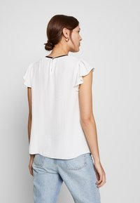 Dorothy Perkins - BOW NECK DETAIL TOP - Bluser - ivory - 2