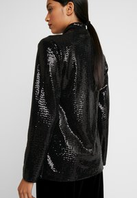 Dorothy Perkins - SEQUIN - Kort kappa / rock - black - 4