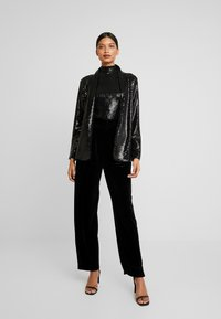 Dorothy Perkins - SEQUIN - Kort kappa / rock - black - 1