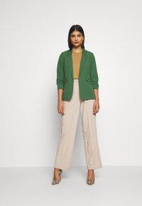Dorothy Perkins - EDGE TO EDGE JACKET - Blazer - green - 1