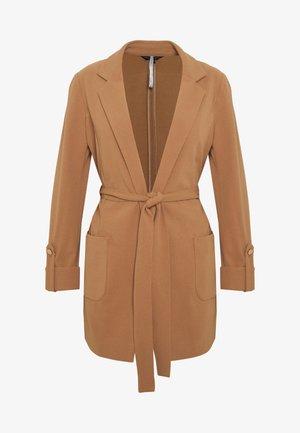 BELTED JACKET STRETCH CREPE - Summer jacket - light brown
