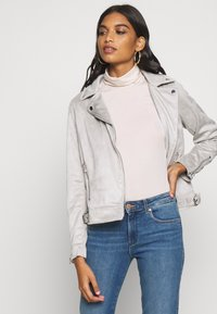 Dorothy Perkins - SUEDETTE BIKER JACKET - Imitert skinnjakke - light grey - 3