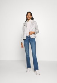 Dorothy Perkins - SUEDETTE BIKER JACKET - Imitert skinnjakke - light grey - 1