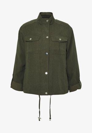 RELAXED SHACKET - Lett jakke - khaki