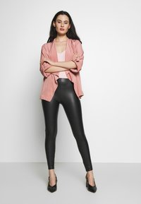 Dorothy Perkins - WATERFALL THROW ON JACKET - Lett jakke - dark rose - 1