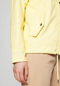 Dorothy Perkins - SHORT RAINCOAT - Impermeabile - ochre