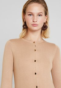 Dorothy Perkins - BUTTON CORE CARDI - Vest - camel - 3
