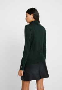 Dorothy Perkins - BUTTON CUFF ROLL NECK - Jersey de punto - dark green - 2