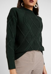 Dorothy Perkins - HIGH NECK DIAMOND CABLE - Svetr - dark green - 5