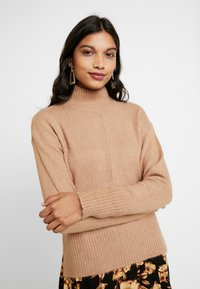Dorothy Perkins - LEAD IN HIGH NECK - Neule - camel - 0